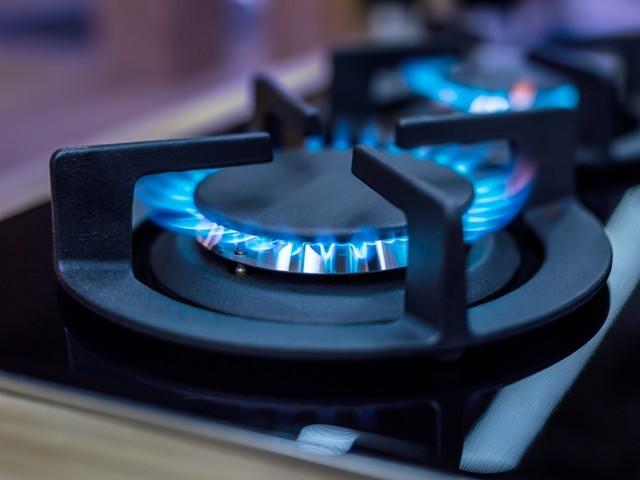 گیس بندش 2دن تک بند ہونے کی صورت میں ملک بھر میں فراہمی نصف رہ جائیگی۔ فوٹو : فائل