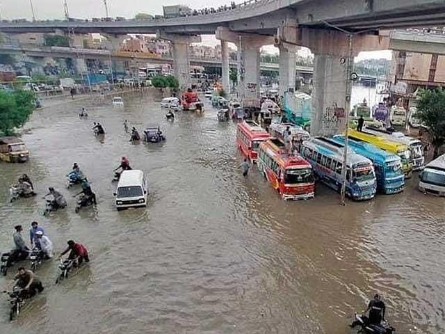 سندھ میں پیر جب کہ پنجاب اور بلوچستان میں منگل سے بارشوں کا امکان ہے فوٹو: فائل