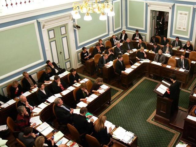 پارلیمنٹ کے لیے 52 فیصد خواتین ارکان منتخب ہوئی ہیں، فوٹو: فائل