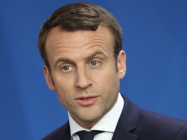 فرانسیسی صدر کو تجارتی مرکز کے دورے کے دوران انڈا مارا گیا، فوٹو: فائل