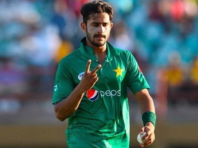 حسن علی کو کپتان بابراعظم نے آرام کا مشورہ دیا تھا لیکن انھوں نے خود کو ٹیم کے لیے دستیاب قراردیا، ذرائع۔ فوٹو: فائل