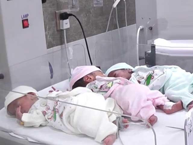 ترجمان ایدھی فاؤنڈیشن کے مطابق تینوں بچیاں تندرست ہیں ۔ فوٹو:فائل