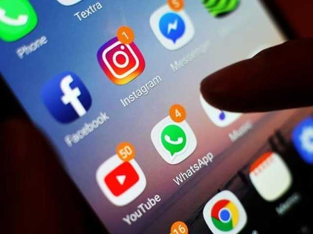 کابینہ نے سوشل میڈیا سے متعلق قوانین کی منظوری دے دی۔ سوشل میڈیا کمپنیز کو رولز کے تحت کام کرنا ہوگا - فوٹو:فائل