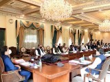 وزیراعظم صاحب میڈیا پر توشہ خانے سے متعلق آپ کے بارے میں باتیں ہورہی ہیں، ہمیں حقیقت سے آگاہ کیا جائے، وفاقی وزیر شفقت محمود۔(فوٹو:فائل)