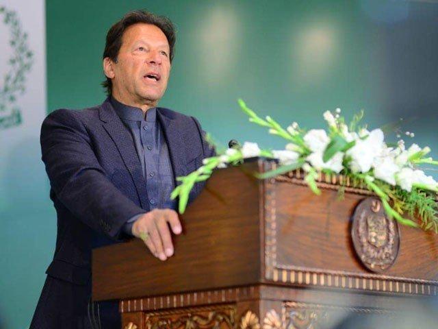 سڑکوں کی تعمیر میں چوری کیے جانے والے پیسے کی تحقیقات کرائیں گے، عمران خان فوٹو:فائل
