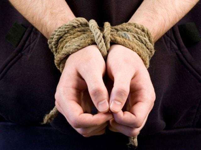 علی حسین نامی شہری کے اہلخانہ سے 20 لاکھ روپے تاوان طلب کیا گیا تھا فوٹو: فائل