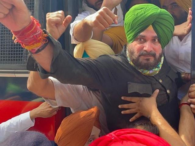 سدھو کسان سے حمایت کے لیے اترپردیش آئے تھے، فوٹو: بھارتی میڈیا