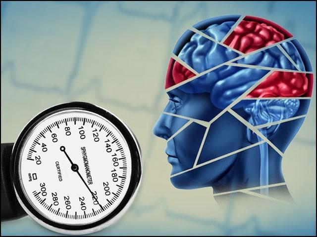 درمیانی عمر میں ہائی بلڈ پریشر پر قابو نہ پایا جائے تو یہ بڑھاپے میں سنگین دماغی مسائل کو جنم دے سکتا ہے۔ (فوٹو: انٹرنیٹ)