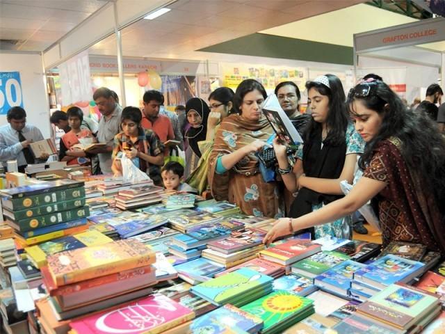 5 روزہ کراچی بین الاقوامی کتب میلہ 6 دسمبر تک جاری رہے گا . فوٹو : فائل