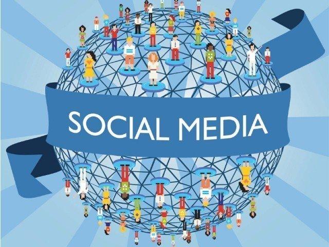 پانچ لاکھ سے زائد صارفین والی سوشل میڈیا کمپنیاں، پلیٹ فارمز پی ٹی اے میں رجسٹریشن کے پابند ہوں گے۔ فوٹو:فائل
