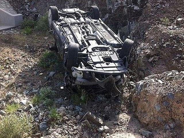 حادثے کے نتیجے میں 8 افراد بھی زخمی ہوئے۔ فوٹو : فائل