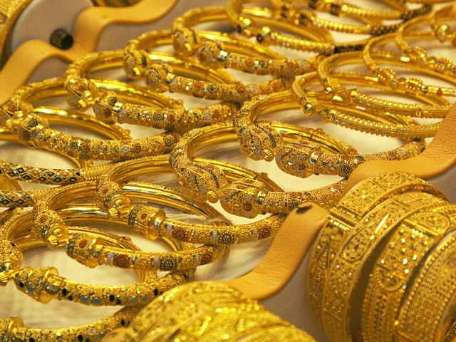 صرافہ مارکیٹوں میں فی تولہ سونے کی قیمت یک دم بڑھ کر 119000 روپے ہوگئی - فوٹو:فائل