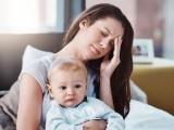 ماں کا ذہنی تناؤ یا منفی کیفیات اگلی سے اگلی نسل تک جاپہنچتی ہے۔ فوٹو: فائل