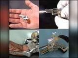 2006 سے دنیا کے مختصر ترین ریوالور کا اعزاز بھی اسی چھوٹی سی بندوق کے پاس ہے۔ (فوٹو: انٹرنیٹ)