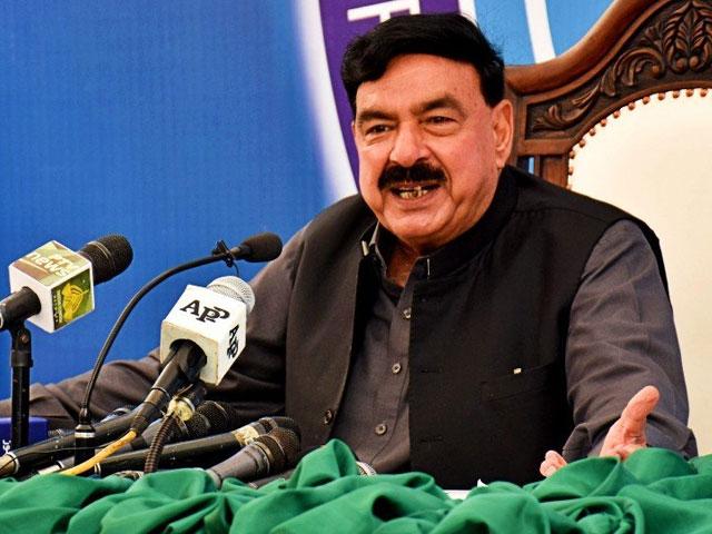 عمران خان خوش قسمت ہیں جن کو نالائق،نااہل اور نکمی اپوزیشن ملی، شیخ رشید۔ فوٹو:فائل
