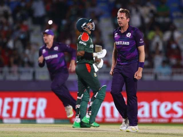 اسکاٹ لینڈ نے 141 رنز کا ہدف دیا تاہم بنگلادیش 7 وکٹوں کے نقصان پر 134 رنز بنا سکی - فوٹو:ٹوئٹر
