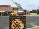 دنیا کا سب سے بڑا جیبی چاقو کینٹکی کی ایک کمپنی نے تیار کیا ہے جس کی لمبائی 34 فٹ ہے۔ فوٹو: یو پی آئی