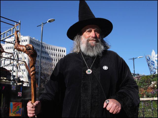 نیوزی لینڈ میں 'سرکاری جادوگر' کو نوکری سے نکال دیا گیا! thumbnail