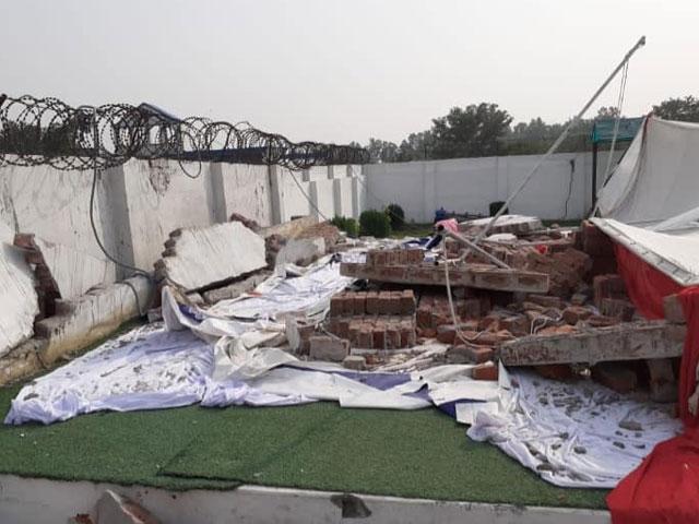 جہلم اسکول میں محفلِ میلاد کے دوران دیوار گرنے سے 2 بچے جاں بحق، 16 زخمی thumbnail
