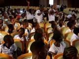 طلبا نے اساتذہ کے مطالبات کے حق میں شدید نعرے بازی کی، فوٹو: رائٹرز
