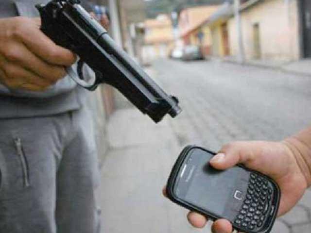 'کرمنلز ہیں بھکاری نہیں'، ڈاکو نے شہری کا موبائل واپس کردیا thumbnail