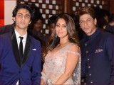 شاہ رخ خان اور گوری خان نے بھی اپنی 30ویں سالگرہ کی تمام تقریبات منسوخ کردیں (فوٹو : فائل)