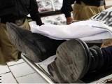 جاں بحق اہلکاروں کی لاشیں ضابطے کی کارروائی کے بعد ورثا کے حوالے کردی گئیں فوٹو: فائل