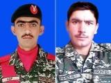 پاک فوج نے کرم کے علاقے میں افغان دہشت گردوں کی سرحد پر باڑ عبور کرنے کی کوشش ناکام بنادی - فوٹو:آئی ایس پی آر